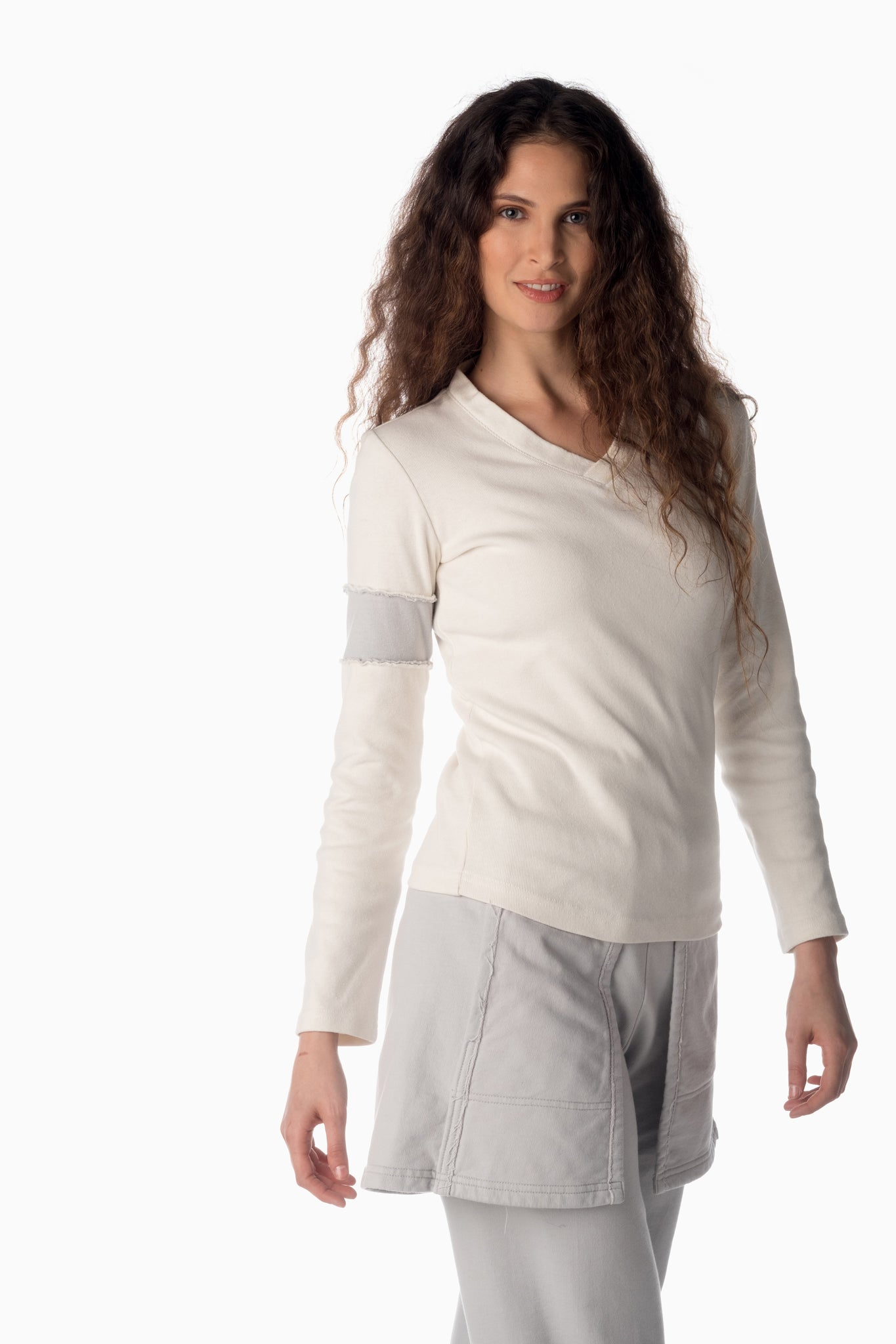 V-Neck & Accent Armband <br>Winter White | Arctic Grey Armband