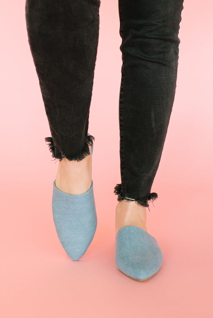 SWIRL CANVAS MULE IN LIGHT BLUE DENIM