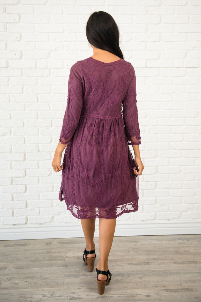 NICOLE MIDI LACE DRESS IN PLUM