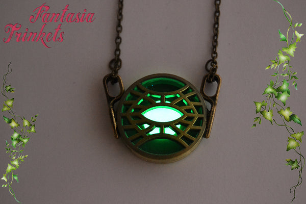 Glowing Eye of Agamotto Pendant Necklace - Doctor Strange - Superhero inspired Jewelry