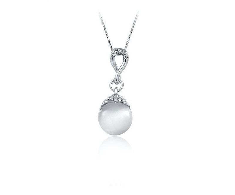 Platinum Plated Annie Necklace with Simulated Diamond