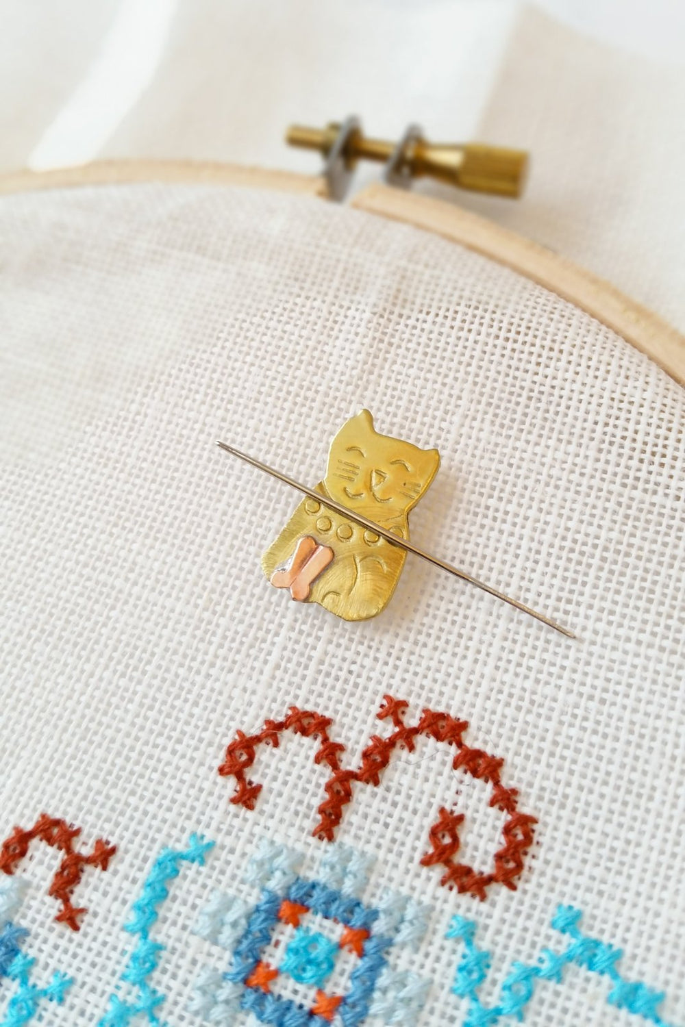 Mini Kitten Needle Minder