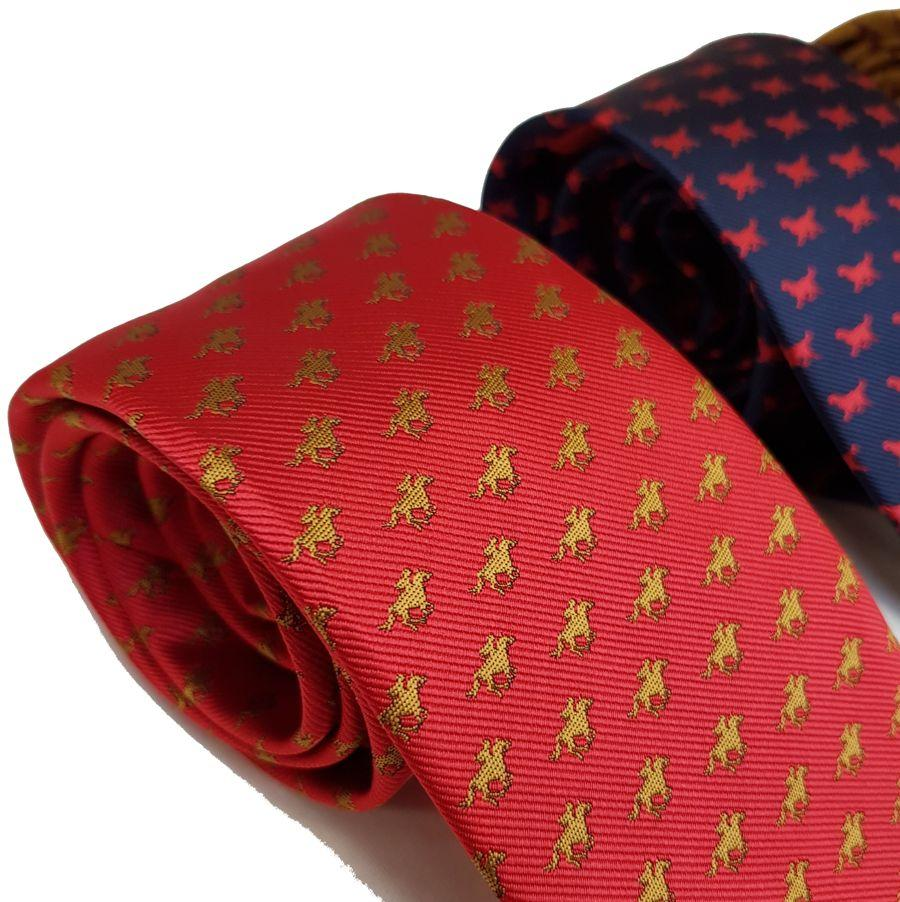 Red Mills horse print tie in red