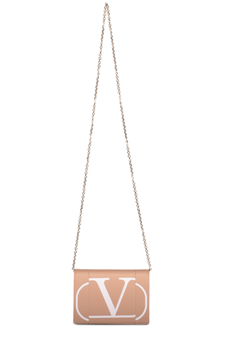 Front image with chain detail of Valentino Go Logo Clutch Rose