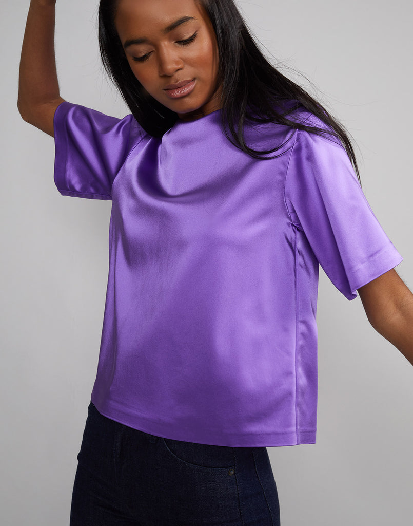 Front view of model wearing Rush Stretch Satin Tee in ultraviolet.