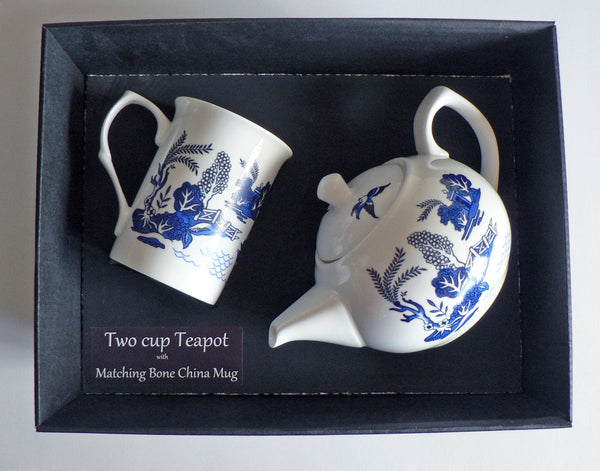 Blue willow pattern 2 cup teapot,with matching bone china mug - gift boxed.