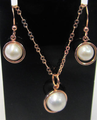 Beautiful handcrafted Pearl and rose gold plated sterling silver jewellery set