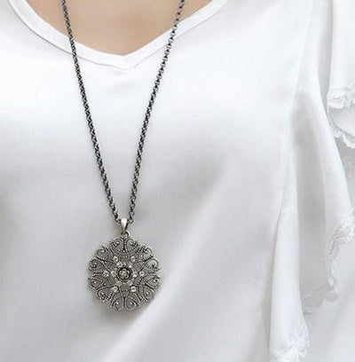 Silvery Black Hollow Flower Pendent Necklace