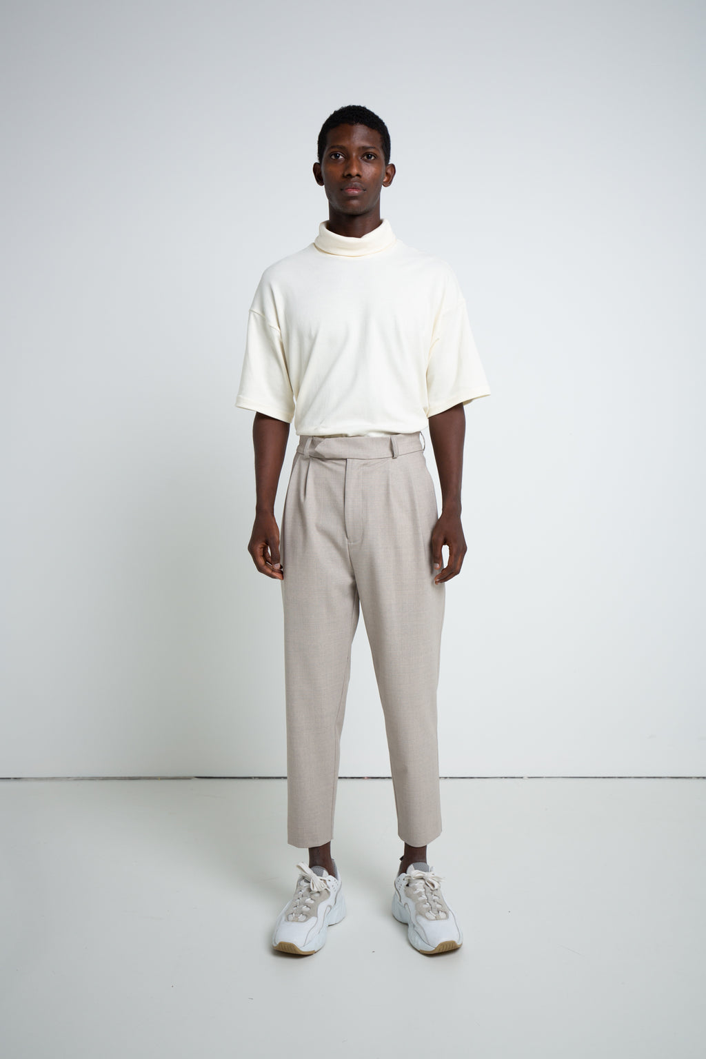 PLEATED TROUSERS OATMEAL