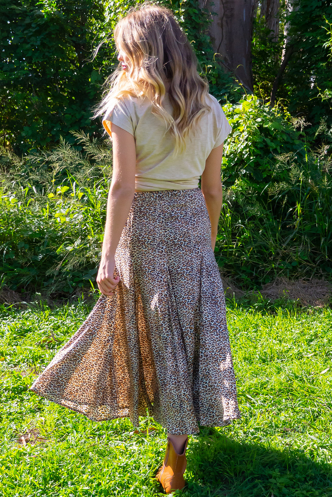Avalon Hakuna Midi Skirt has an elastic waistband is fitted over the hips and waist but features full fishtail inserts for a full soft finish at the hemline. It comes in a woven non stretch 100% rayon with and features a leopard skin print design