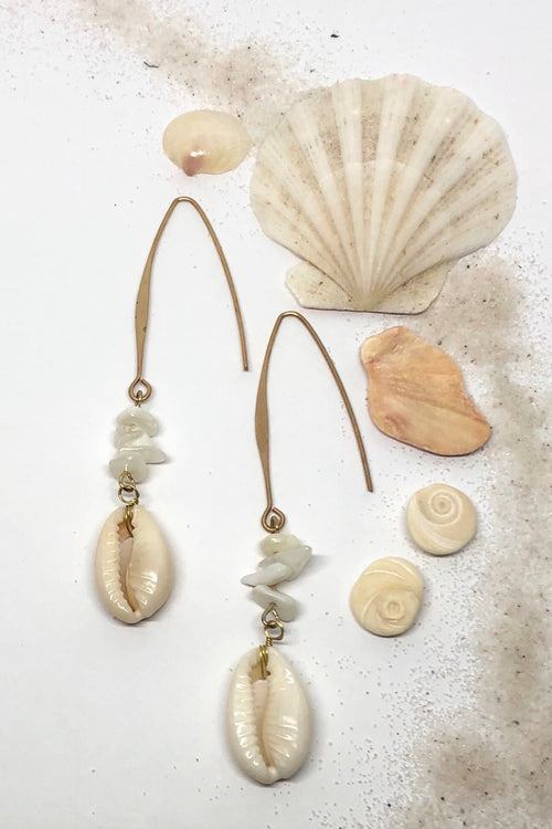 Earrings Cowrie Shiver