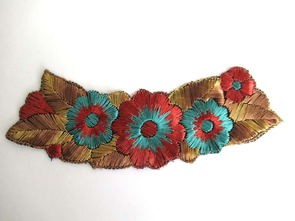 UpperDutch:Sewing Supplies,Trim Applique, 1930s floral embroidered applique. Sewing supply.