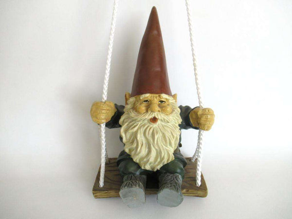 UpperDutch:Gnome,Garden gnome on Swing. Rien Poortvliet, David the Gnome.