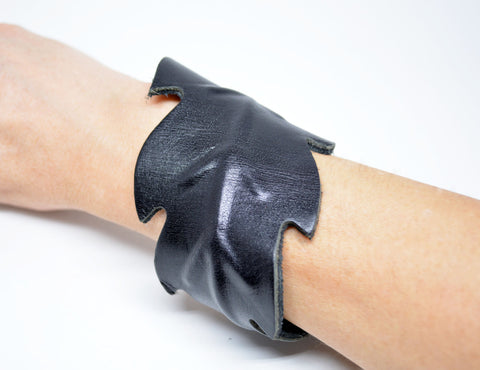 Leaf Leather Cuff Bracelet Black - edocollection