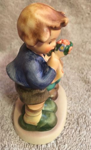 "Goebel Hummel Figurine TMK5 220 ""We Congratulate"" 4""   - TvMovieCards.com"
