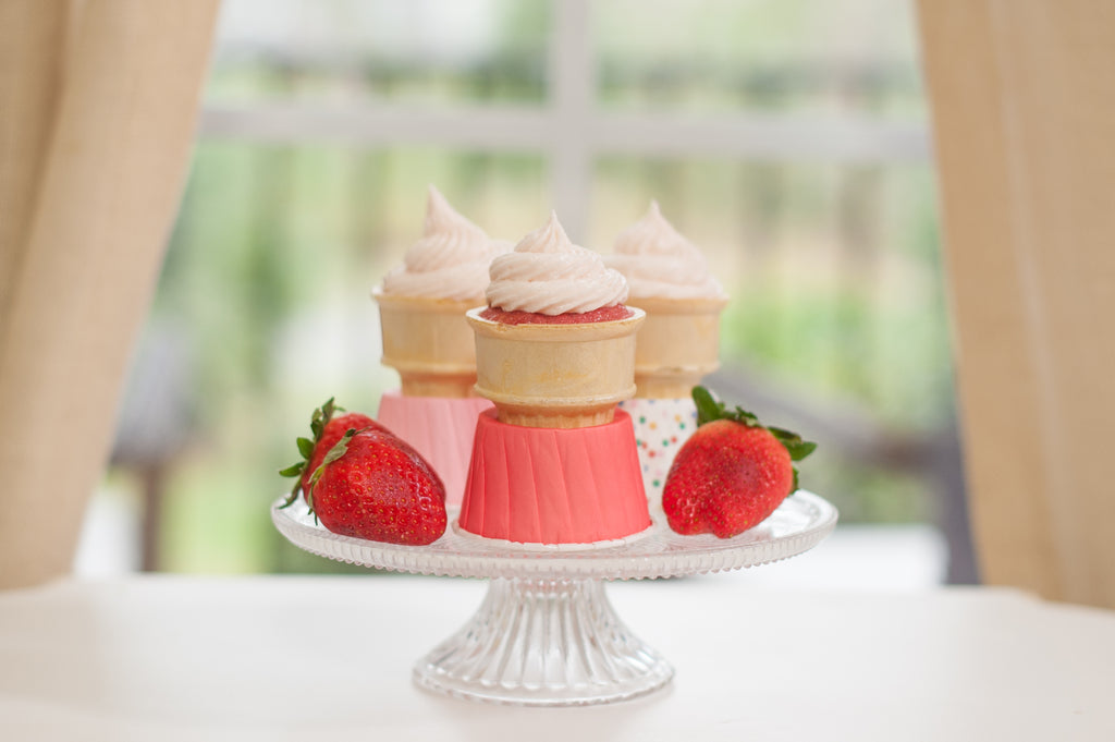 Strawberry & Cream Cheese Cone Cakes {RECIPE}