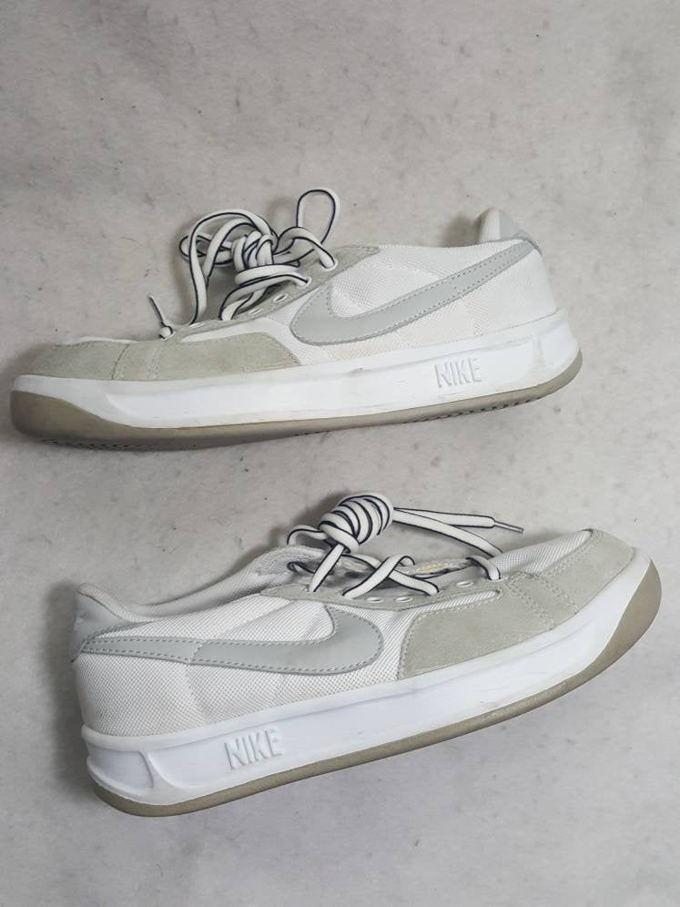 Vtg Nike  Adversay Shoes  white size 8 women | 5.5 uk | 39 Eu | 25 cm | 306254