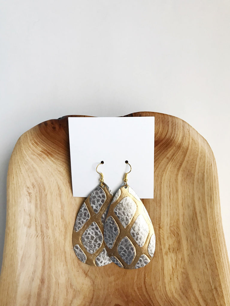 Leather earrings in Metallic Giraffe