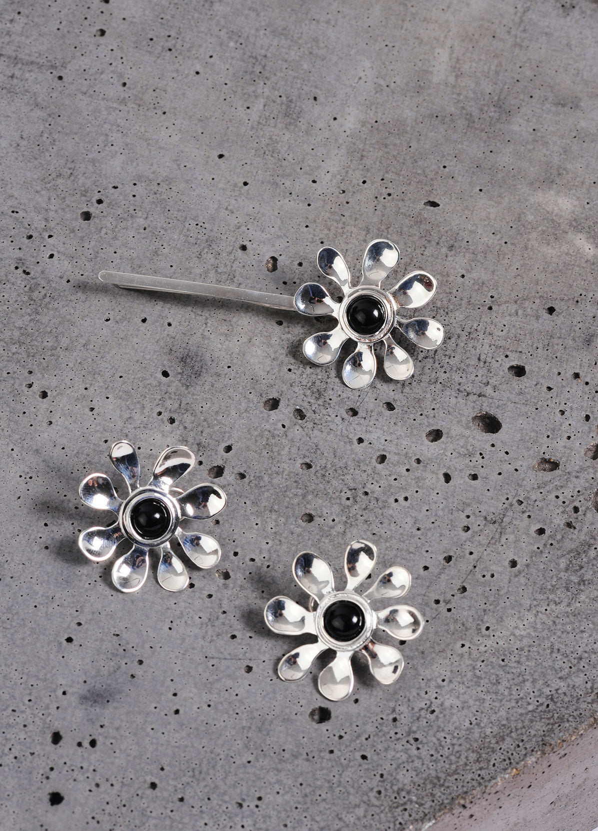 DAISY CLIP ON EARRINGS & DAISY HAIR PIN