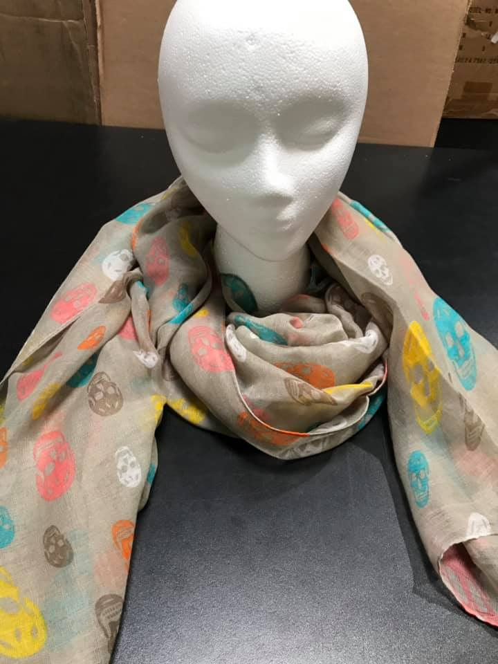 Two's Company 80022-20 Skulls Design Scarf