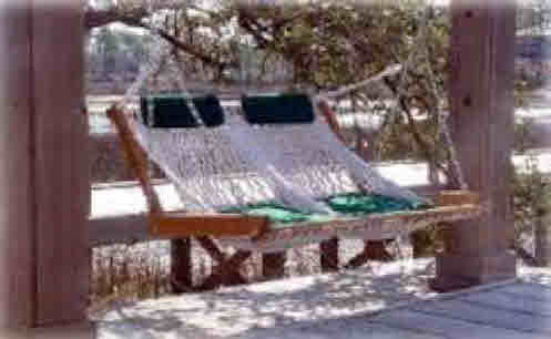 2 GREEN SEAT CUSHIONS  & 2 HEADRESTS FOR HAMMOCK CHAIR