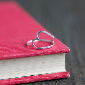 Simple and minimalist stackable heart ring