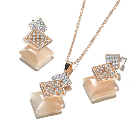 Elegant and Classy Jewelry Set in Gold Color. Crystals, Simulated Pearl and Cubic Zirconia.
