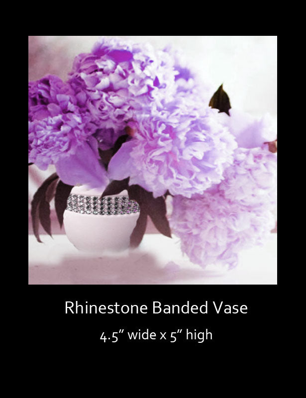 The rhinestone vase is available in three different shapes and sizes.