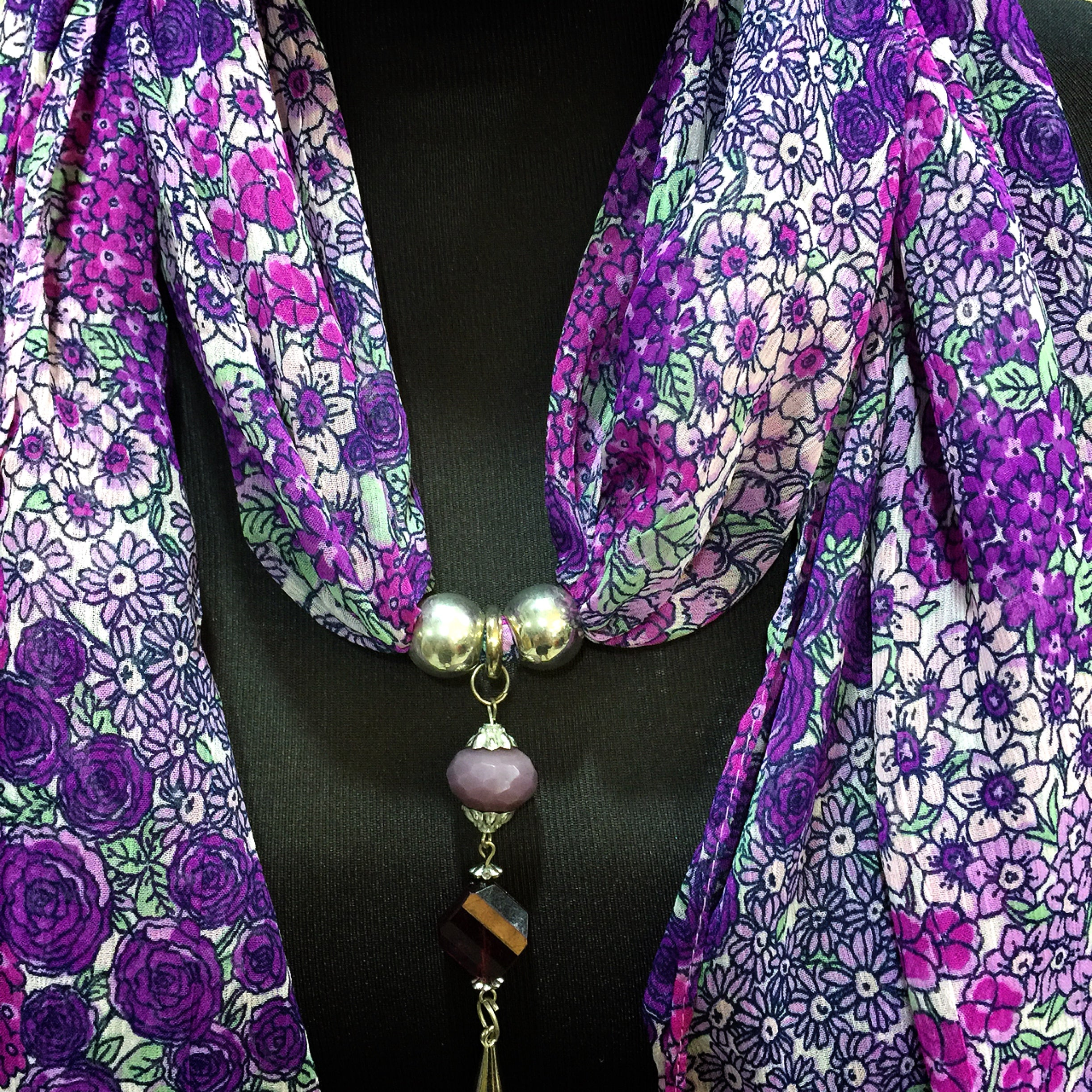 Scarf With Jewellery Pendant -SC06P