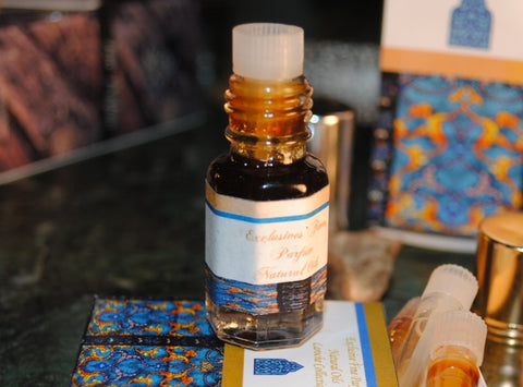 Gratis bonusgåva! Amber Al Oudh Superior 3ml (+ Soul of Rose 3ml)