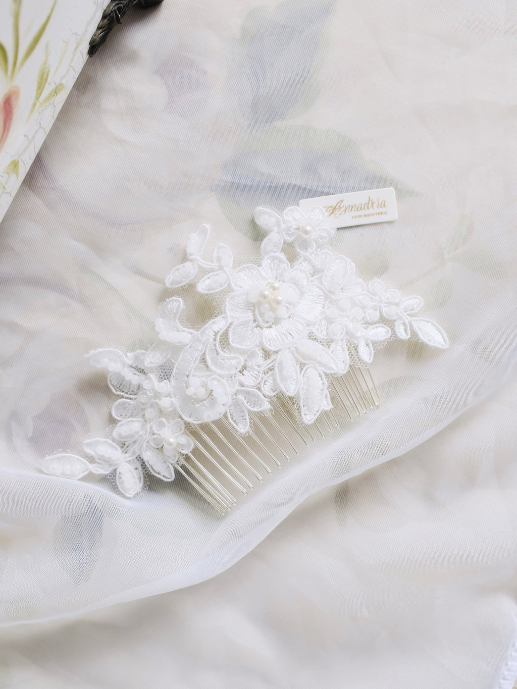 Blanche lace haircomb