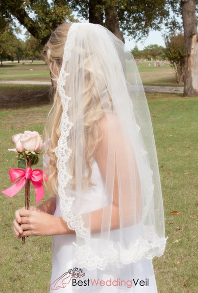 Single Tier Tulle Short Ivory Bridal Veil With Appliqued Edge Wedding