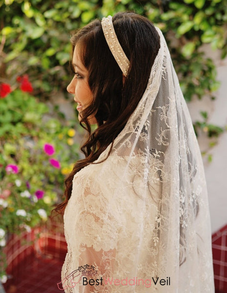 Romantic Spanish Style Bridal Veil With Chantilly Lace Appliqued Trim Wedding