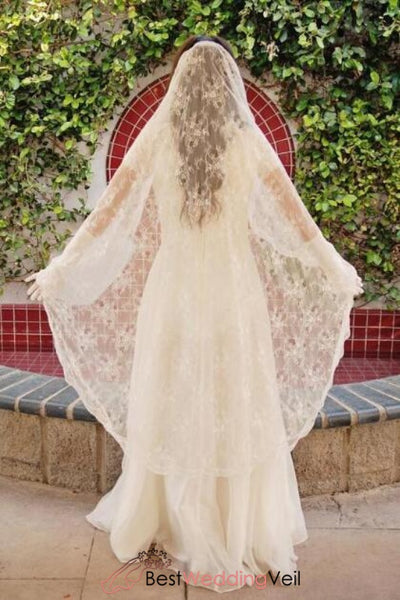 romantic-spanish-style-bridal-veil-with-chantilly-lace-appliqued-trim