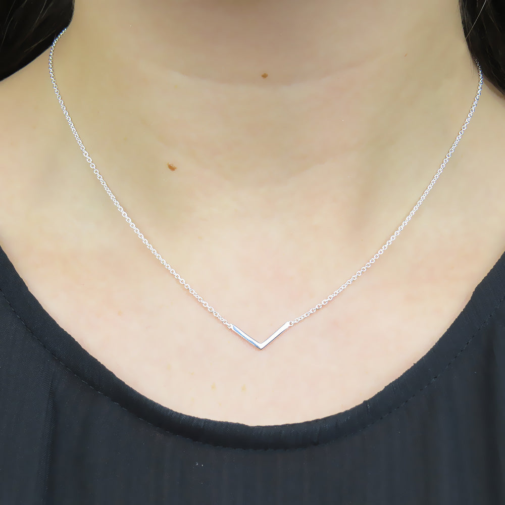 LITTLE CHEVRON POLISHED NECKLACE