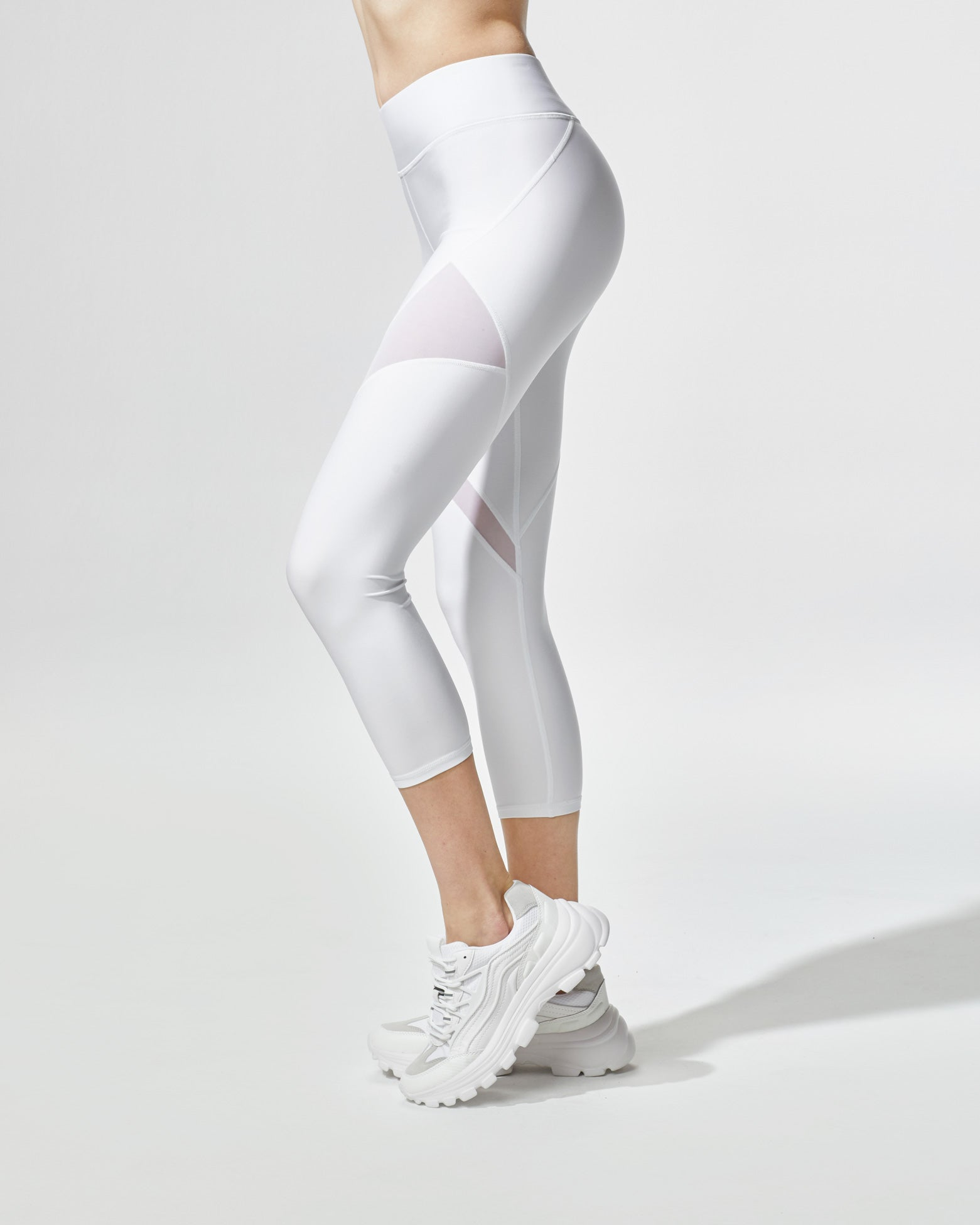 inversion-crop-legging-white