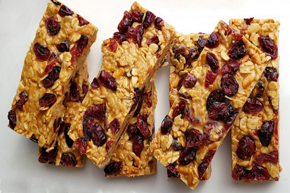 NO BAKE CRANBERRY PEANUT BUTTER BARS