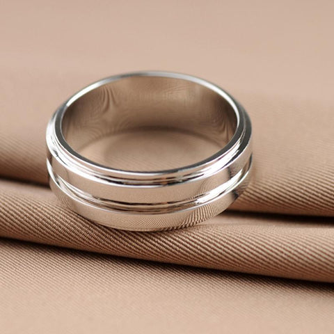 Dean Winchester's silver ring side view.