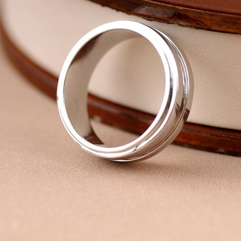 Dean Winchester's silver ring standing up view.
