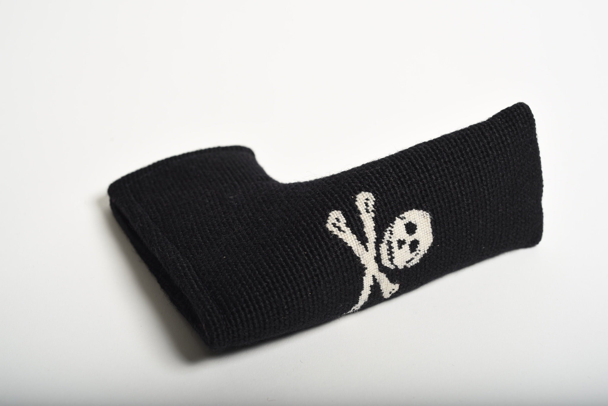 Jolly Roger Black Needlepoint Blade Putter Headcover