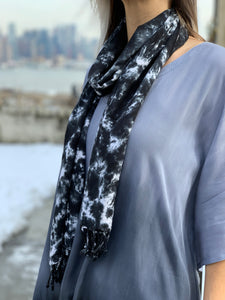 Oversized scarf (black/white)