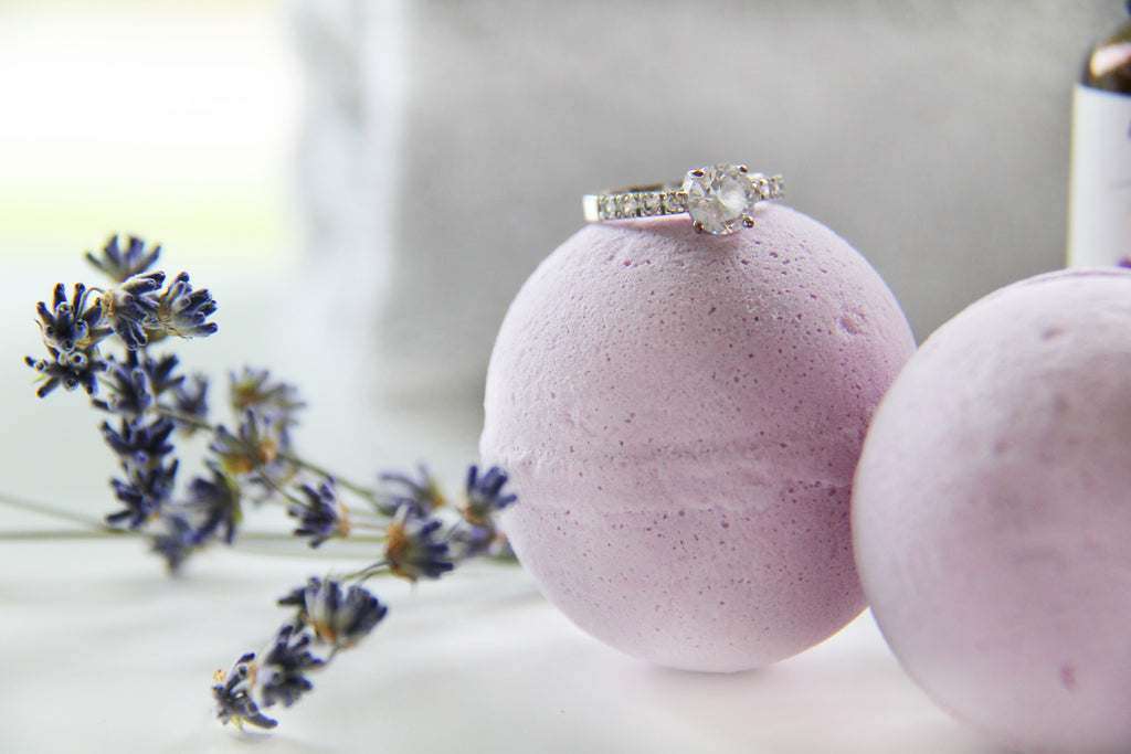 How to make bath bombs with rings inside
