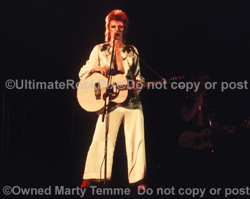Photo of David Bowie playing a Moonstone guitar in 1973 by Marty Temme