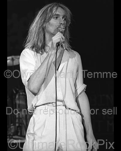 Photo of Robin Zander of Cheap Trick in concert in 1979 by Marty Temme