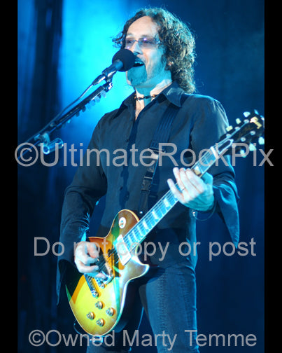 Photo of Vivian Campbell of Def Leppard playing a Les Paul in concert by Marty Temme