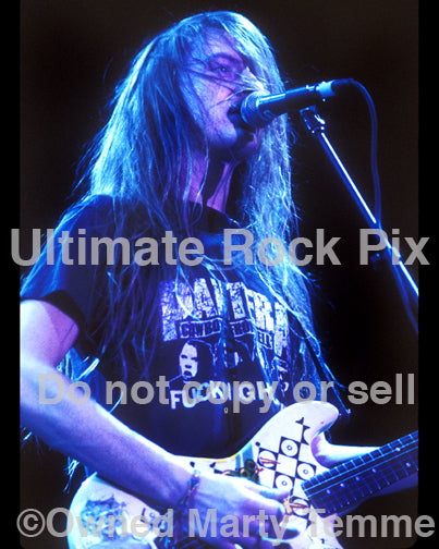 Photo of Jerry Cantrell of Alice in Chains wearing a Pantera shirt in concert in 1991 by Marty Temme