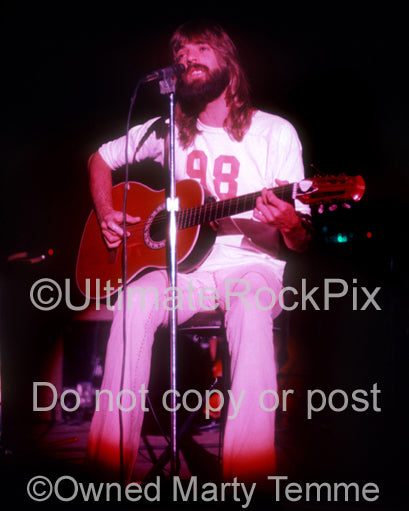 Photo of Kenny Loggins of Loggins and Messina in concert in 1973 by Marty Temme