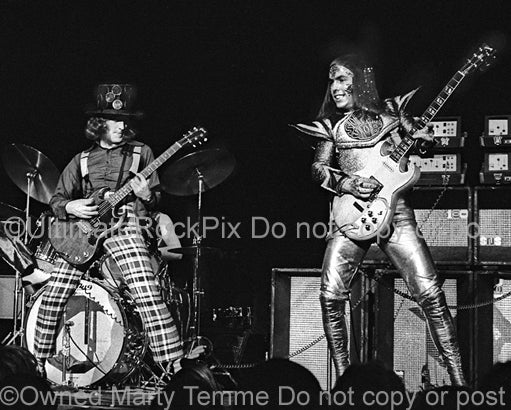 Photo of Noddy Holder and Dave Hill of Slade in concert in 1973 by Marty Temme