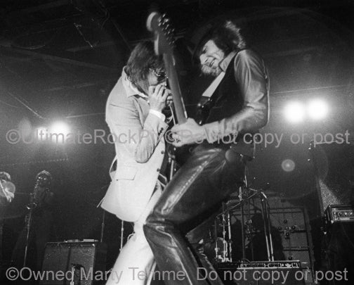 Photo of Southside Johnny and Steven Van Zandt in concert in 1977 by Marty Temme