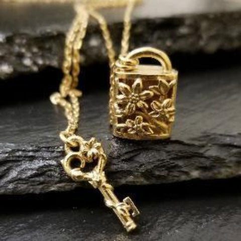 Yellow gold locket necklace with flowers